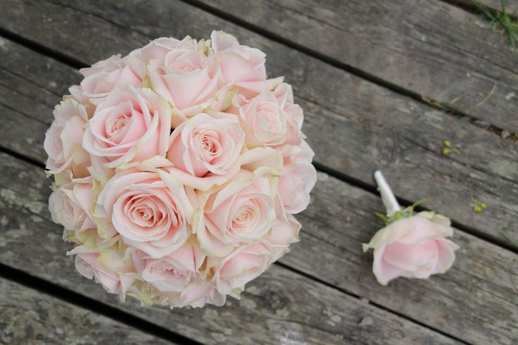 Bukett med Sweet Avalanche roser // Bouquet with Sweet Avalanche roses
