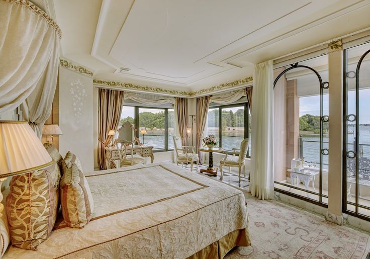 Full-length windows offer breathtaking 180-degree vistas throughout in the Palladio Suite