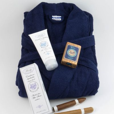 Present: Fathers Day in Sweden.  Marin blue robe, after shaving balm and lovely Java Soap from Italy.