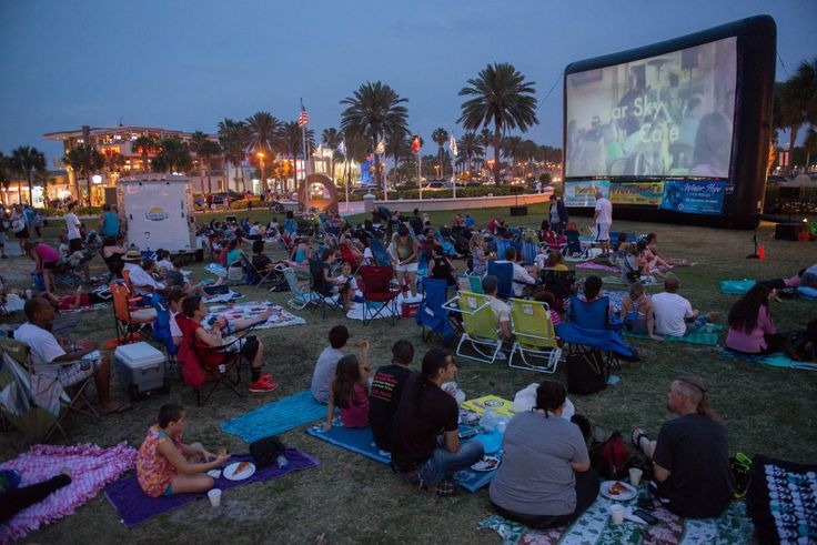 Sunsets at Pier 60 family friendly movie every Friday night a dusk and activities on Clearwater,Beach Florida