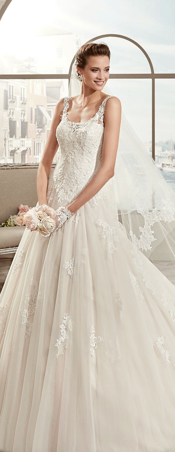 Colet ivory princess line dress, in tulle with rebrodè beading lace and chantilly lace. Colet 2017 Collection - Wedding dress