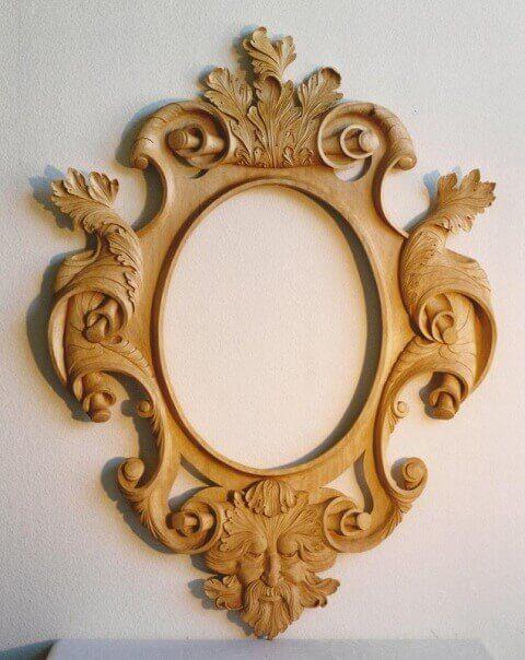 Pigura Cermin Ukir 3 Dimensi PGR-002 memiliki tampilan yang mewah terbuat dari kayu mahoni dengan finishing Nattural Melamic penghias dinding rumah anda.