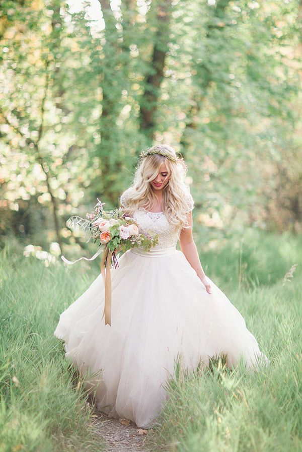Enchanted Forest Bridal Portraits | Megan Robinson Photography and Leslie Dawn Events | Blush and Rose Gold Woodland Wedding Shoot