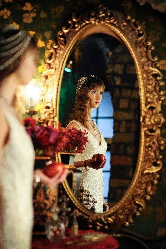 108 best ☽ Snow White Themed Wedding ☾ images on Pinterest ...