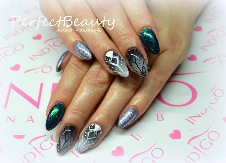 Mr.Black z dodatkiem magicznych Efektów Holo oraz Szmaragdu :) Inspiracje by Anna Kowaluk  #autumn #nails #gelnails #polish #effect #effectnails