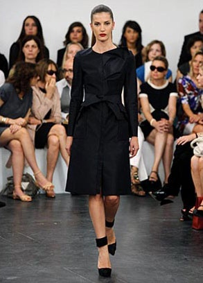 Roland Mouret, Still Sticking To What He Knows Photo 1