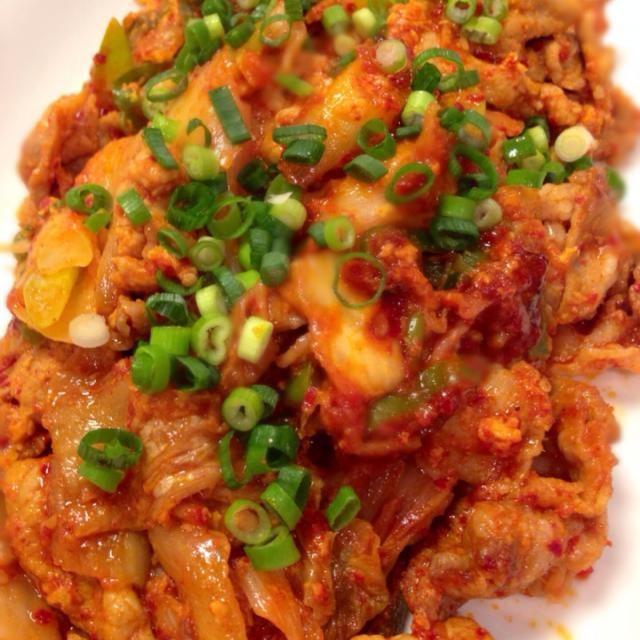 お鍋に使った豚肉2種と在庫のキムチ(笑)ナドナドで(^_−)−☆ - 7件のもぐもぐ - 残りモノで豚キムチ炒め❤️ by emins