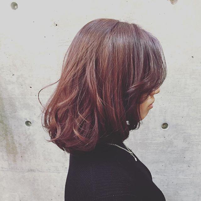 トレンド髪色 今年激アツな アッシュレッド ヘアカラーを解説 ヘアカラー 髪 色 美髪