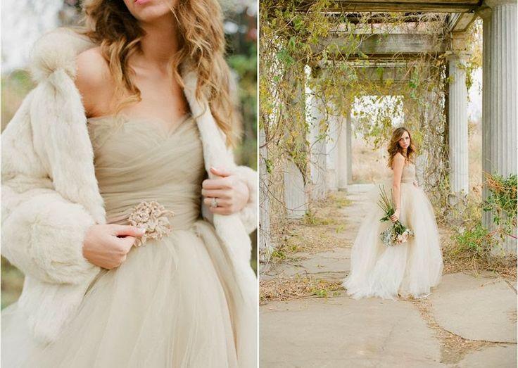 Autumn wedding dress   Pale autumn wedding   Autunno romantico http://theproposalwedding.blogspot.it/ #autumn #wedding #fall #rose gold #gold #pink #romantic #matrimonio #autunno