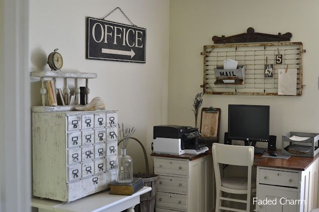 junkmarket ideas | When my eyes fell upon this gorgeous vintage inspired blog office, I ...