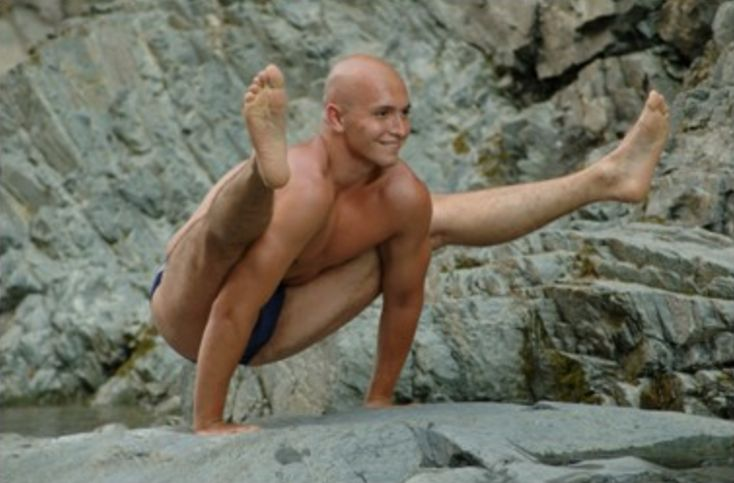 Yaroslav Tokarev teacher of universal yoga in Kiev, Ukraine. Read reviews about him and find out where he is teaching at https://topyogis.com