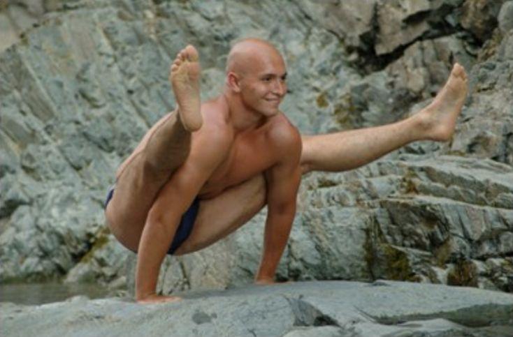 Yaroslav Tokarev teacher of universal yoga. Read reviews about him and discover teachers around the world at https://topyogis.com
