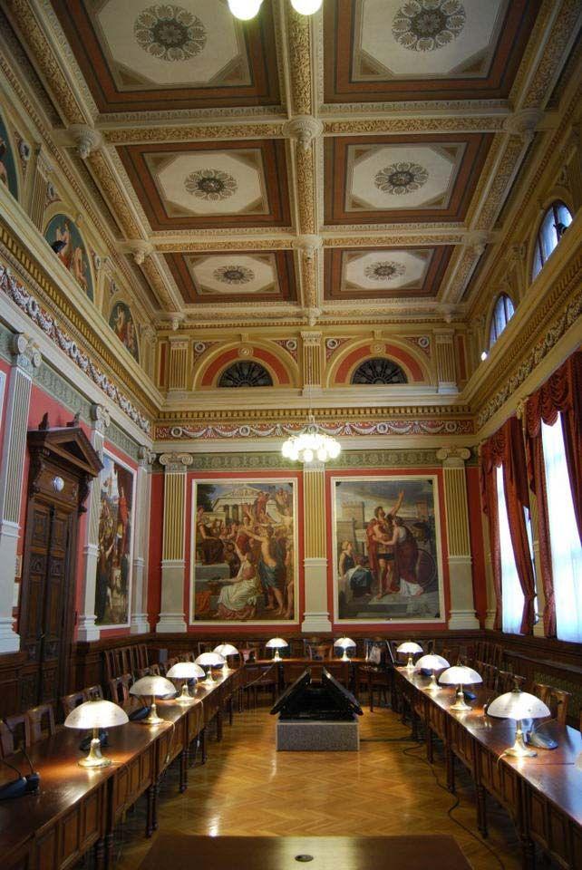 a 2010-ben felújított Lotz Terem, melyet a 19. század nagy akadémikus festői, Lotz Károly és Than Mór pannói és félköríves képei díszítenek http://lakbermagazin.hu/lakberendezes-design-hirek/1529-a-bgf-impozans-lotz-terme-egy-napig-latogathato-lesz-2012-szept-15-en.html