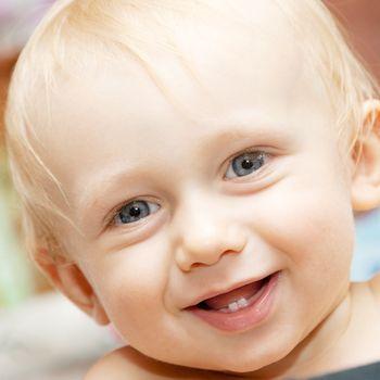 Los dientes de leche del bebé: cuándo salen y qué cuidados requieren
