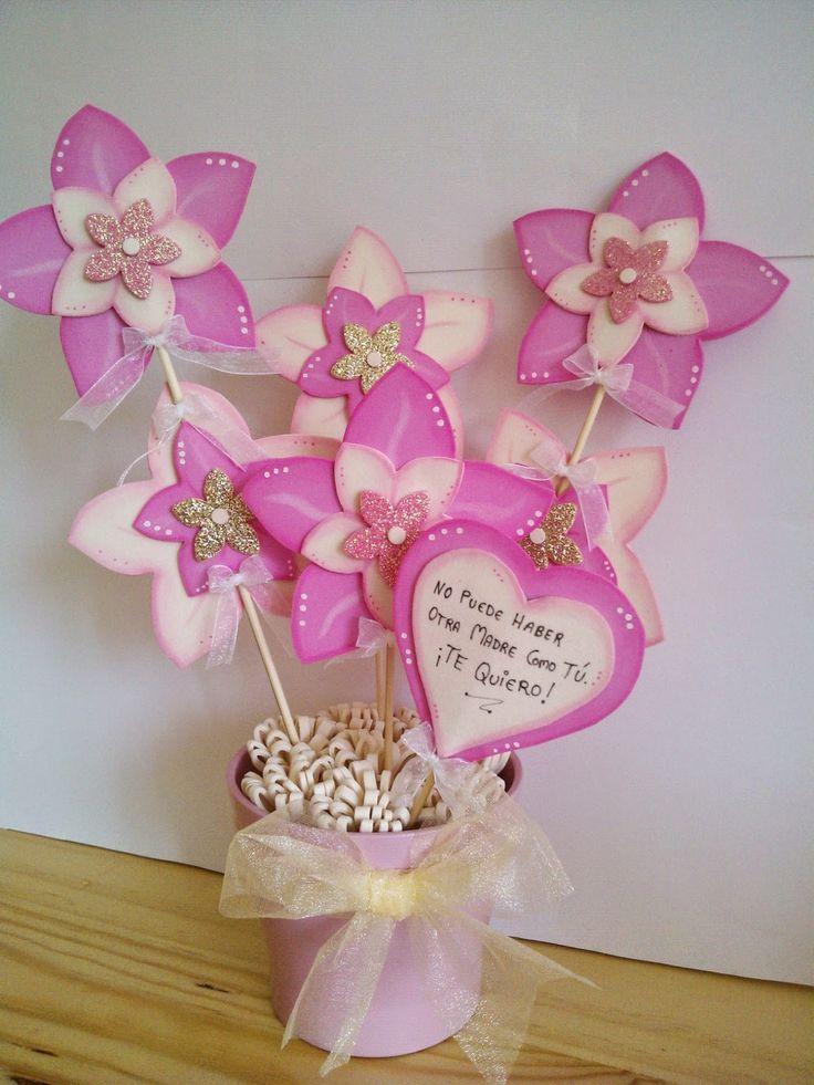 Maceta flores goma eva rosa y crudo día de la Madre