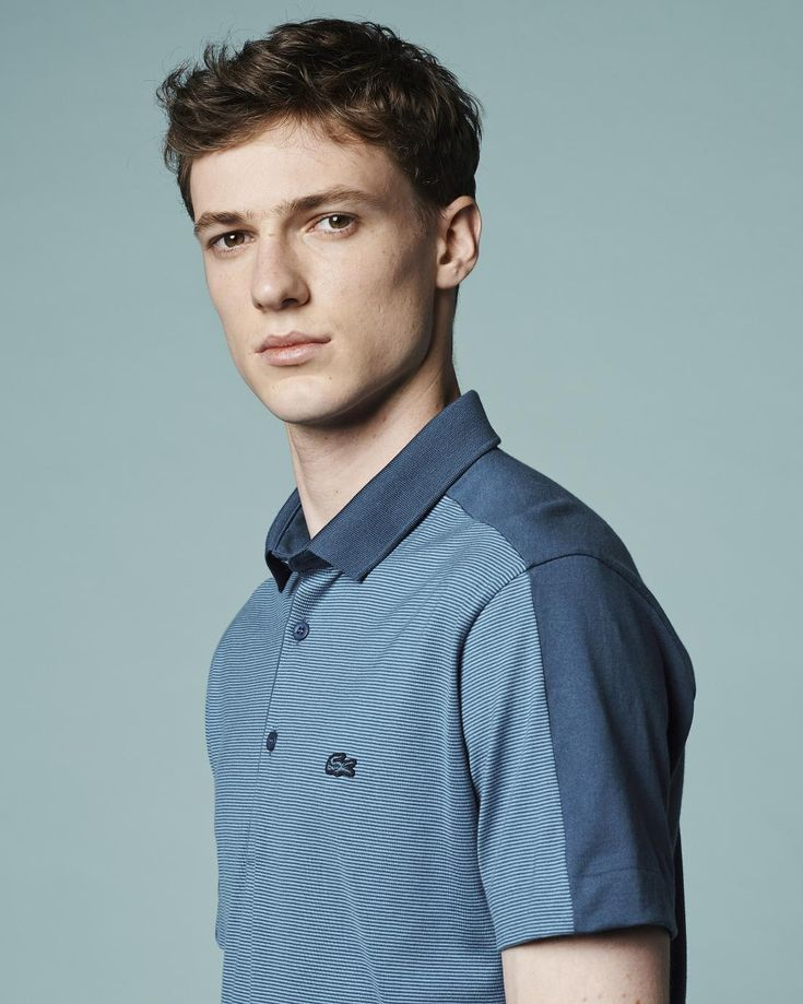 This elegant blue Lacoste double-faced polo is perfect whatever the occasion.
