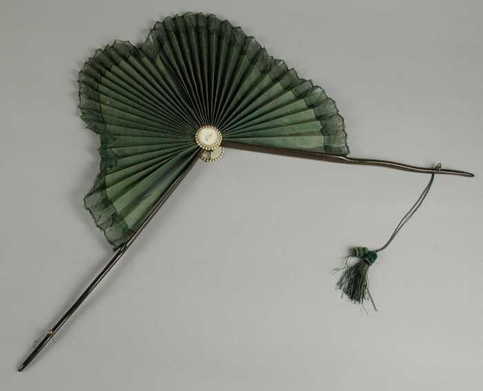 Parasol-fan made of green silk | 1700 - 1800 | Museum Rotterdam | CC BY
