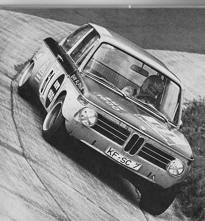 BMW 2002 @ Karussell - Nurburgring