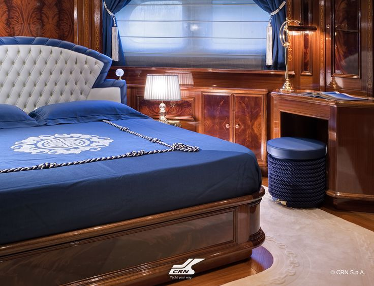 The leitmotif of the entire CRN M/Y Blue Eyes of London ex Blue Eyes 60m is a marine chain which is also taken up as a romantic decoration on the perimeters of furniture as well as in the engravings of the table and the marble in the foyer which leads to the bow.