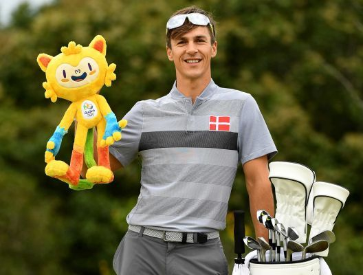Thorbjorn Olesen of Denmark with the Olympic mascot during a practice round at Olympic Golf Course on August 8, 2016 in Rio de Janeiro, Brazil.