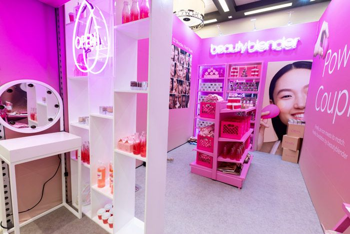 P Beautyblender Which Is Known For Its Hot Pink Makeup Sponges Brought A Smaller Version Of Its Pop Sephora Hacks Trade Show Booth Design Sephora Skin Care