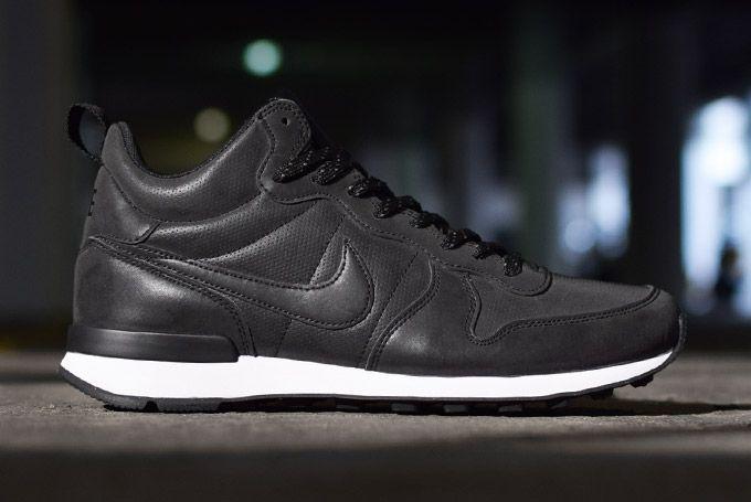 nike grey and black reflective shoe