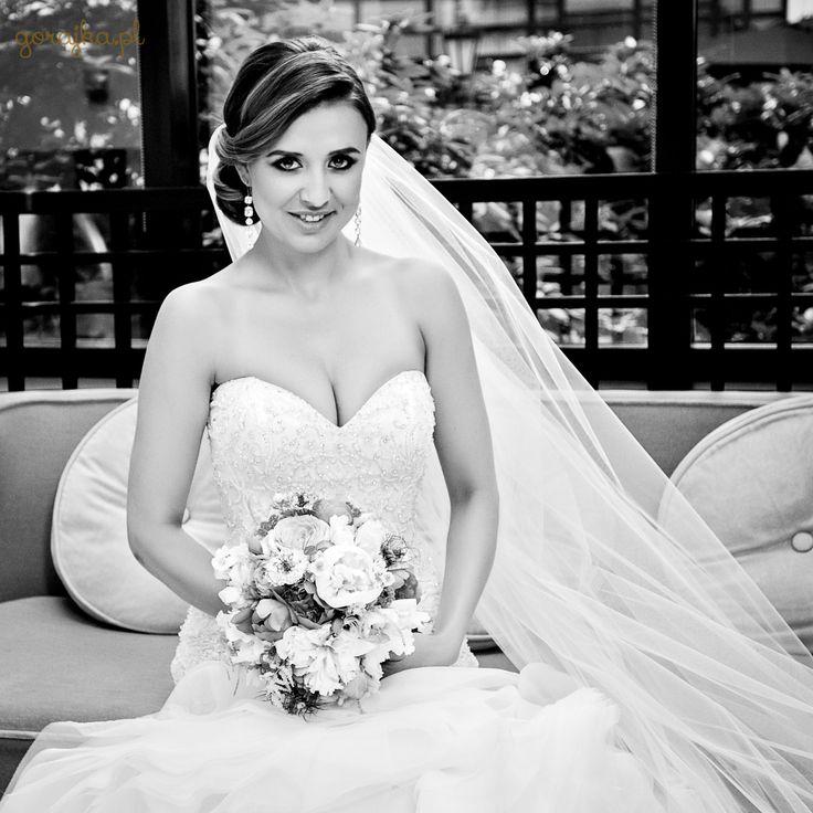 """To już kolejna ich rocznica, a mnie zdaje się, jakby to było wczoraj. Na zdjęciu przepiękna Milena Lewandowska na chwilę przed sakramentalnym """"tak""""! #instawedding #inspiracje #weddingphoto #trendy #couple #slubneinspiracje #weselneinspiracje #welon #powiedzialamtak #powiedzialatak  #Slub #warszawa #Pannamloda #Panmlody #Panmlody #wedding #weddingdress #groom #bride #Gorajka #Zankyou #weddingplanner #slub #fotografslubny #najlepszyfotografslubny #weddingceremony #DiY #pannamłoda #Najlepsze…"""