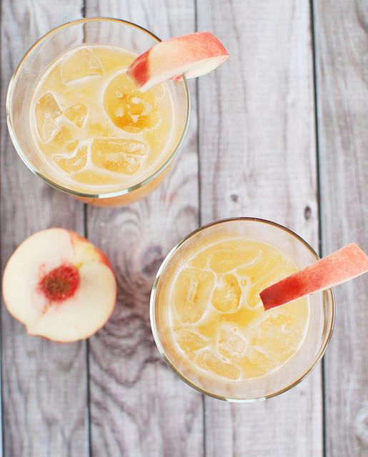 Peach Margaritas - a delicious drink for summer!