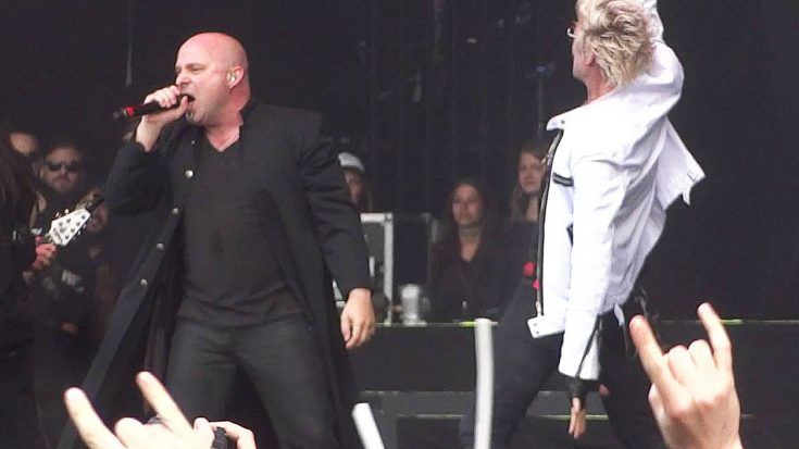 """Disturbed Bring Some Special Guests On Stage For Their Badass Cover Of """"Shout At The Devil""""!"""