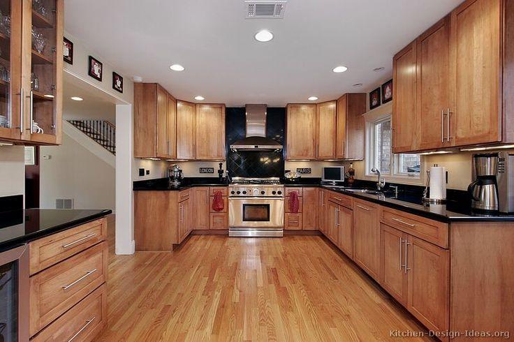 Traditional Light Wood Kitchen Cabinets #111 (Kitchen-Design-Ideas.org)
