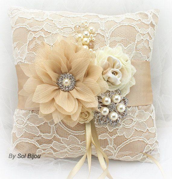 Almohada anillo de bodas, Champagne, oro, bronceado, crema, marfil, cojín de encaje, boda Vintage, Gatsby, elegante, broche, cristales, perlas