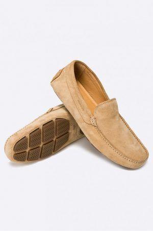 Mocasini Piele intoarsa pentru barbati la preturi Bune. Un barbat incaltat intr-o pereche de mocasini din piele intoarsa :) va fi perceput de femei un pic altfel. Va parea mai sociabil, amabil si avand gusturi fine.  #mocasini #loaferi #shoes