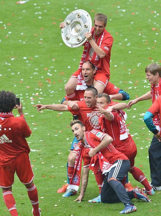FC Bayern München, Meister 2012/2013 holen das Tripple mit dem Cup- und dem Championsleagetitel.