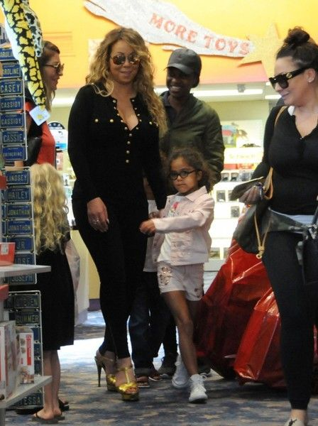 Mariah Carey Photos Photos - Singer Mariah Carey takes her kids Moroccan and Monroe Cannon shopping for toys at Tom's Toys in Beverly Hills, California on April 18, 2017. - Mariah Carey Takes Her Kids Shopping in Beverly Hills
