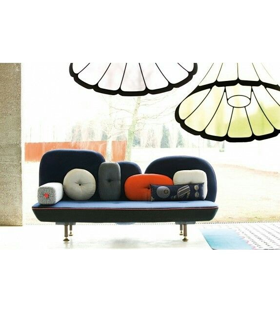 Model: My Beatiful Back - Ontwerper: N. Doshi & J. Levien - Merk: Moroso - Herkomst: Italië - Materiaal: Gelakt hout, Indiase textiel, kvadrat wol - Prijs: € 11381,14