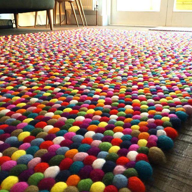sukhimatot Monivärinen matto vähän isompana. #HuopaPalloMatto #sisustus #tyyli…
