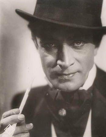"""Conrad Veidt as Marquis de Pontignac in """"Ich und die Kaiserin"""" (1933)"""