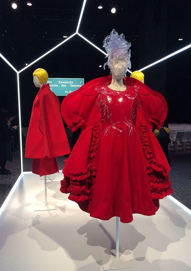 米コスチュームインスティチュートは6日、ニューヨーク・メトロポリタン美術館(MET)で5月4日~9月4日に開催する展覧会「川久保玲/コムデギャルソン/間(はざま)の技」のプレスイベントをパリで開いた