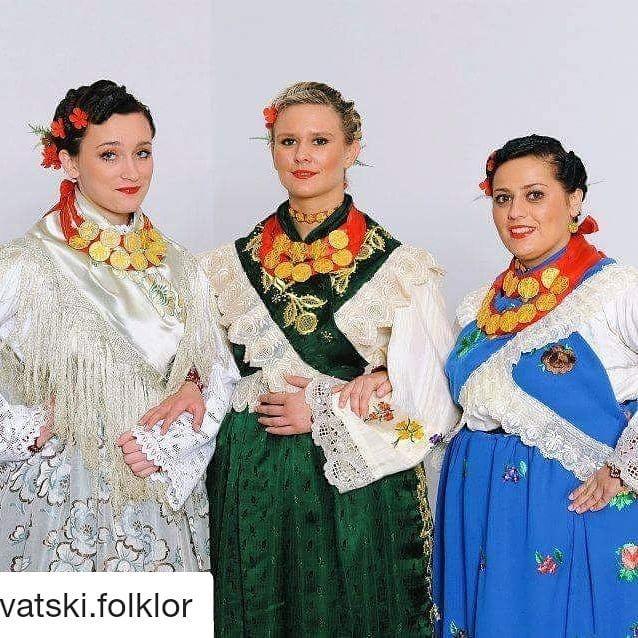 #Repost @hrvatski.folklor (@get_repost)   #stitar#slavonija#slavonia#hrvatska#croatia#hr#hb#cro#folklor#tradicija#kultura#kolo#muzika#music#dance#plesovi#pjesme#croatiandance#nošnje