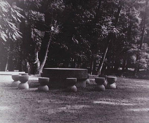 Brancusi. la table du silence, 1938 Vertaling bekijken