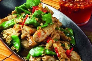 Crispy garlic and pepper chicken with snow peas and oyster sauce