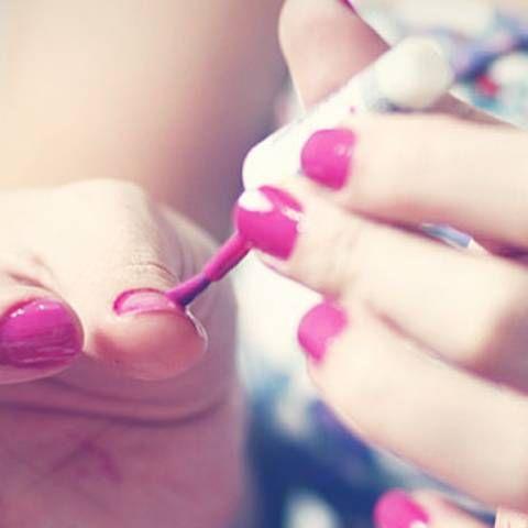 Perfekt lackiert: Genialer Beauty-Trick - nie mehr übermalen! | BRIGITTE.de