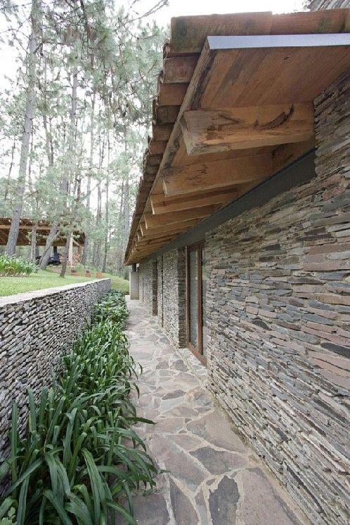 Fachada de casa moderna combinada con fachada de casa de campo