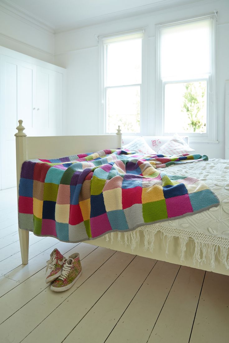 Patchwork Blanket  •  Free tutorial with pictures on how to stitch a knit patchwork blanket in 5 steps