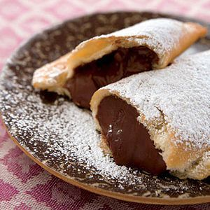 Fried Chocolate Pudding Hand Pies  How delicious do these look!?