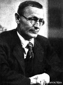 hermann hesse essays Briefly explain carl jung's theory of the collective unconscious then find 3 examples jungian archetypes in the book demian by hermann hesse and explain why they're.