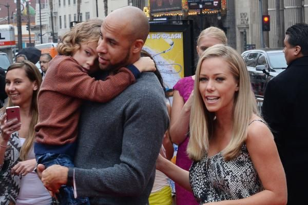 """""""Kendra on Top"""" star Kendra Wilkinson said she's working to overcome """"issues"""" in her marriage to Hank Baskett."""