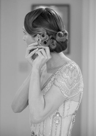 1930's-inspired Hair Bun by Lipstick and Curls . Vintage Bridal Hair & Make Up Tips {1920s to1950s} | Confetti Daydreams