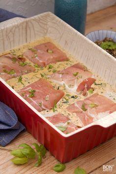 Overheerlijke vis uit de oven is gegarandeerd een hit bij familie en vrienden. Zo ontzettend lekker door pesto en parmaham. Dit moet je proberen! BonApetit