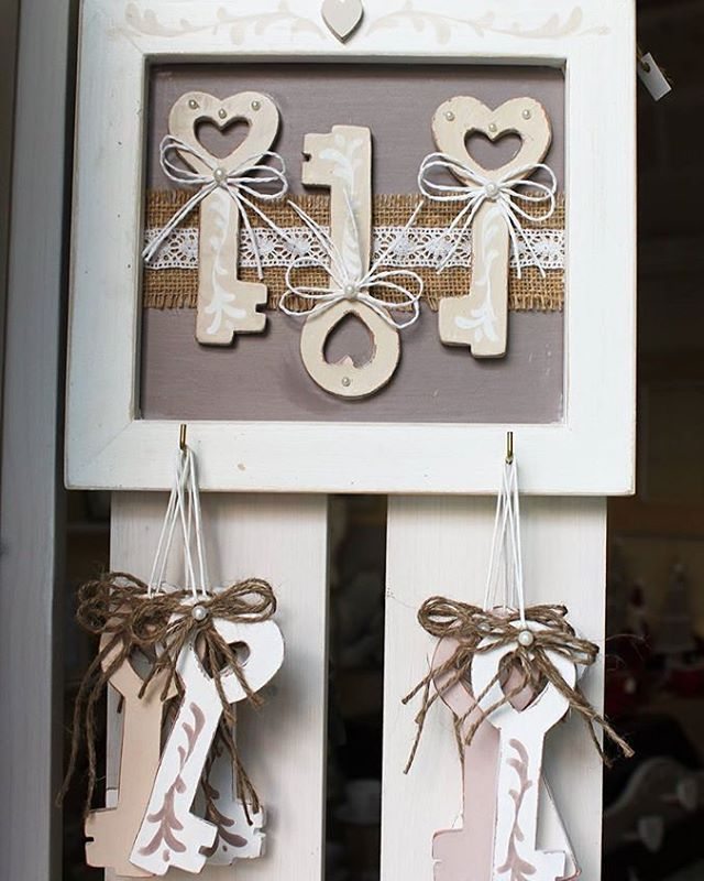 """""""L'uomo e la donna sono due scrigni chiusi a chiave, dai quali uno contiene la chiave dell'altro."""" #chiavidelcuore #love  #natale #natale2015 #christmas  #decorazione #decorazioninatalizie  #ceramica #ceramic #handmadewithlove #handmadeinitaly #madeinitaly #artigianato #arredart #instalove #instagood"""